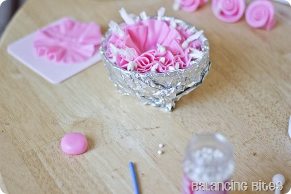 How to make a fondant ruffle flower 5
