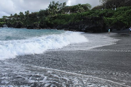 12. Nisip negru in Hawaii.JPG