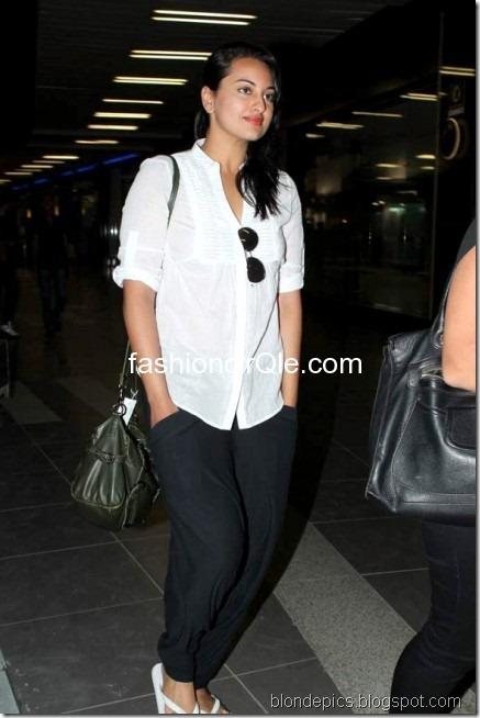Sonakshi Sinha Hot Pics at Airport 3