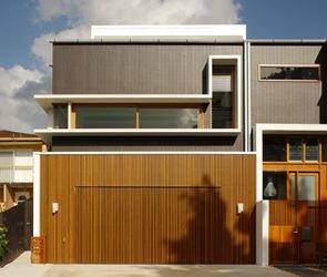 Revestimiento en fachadas modernas puertas de madera