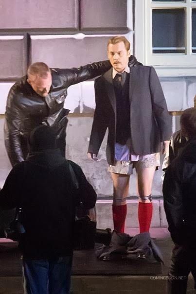 Johnny Depp bokszerben és térdig érő zokniban a Mortdecai forgatásán 09