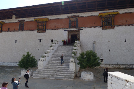 242. Paro dzong intrare.JPG
