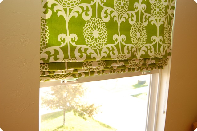 roman shades in guest room (17)