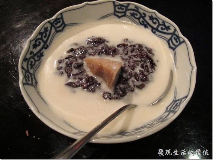 台北-香米泰國料理。芋頭紫糯米。