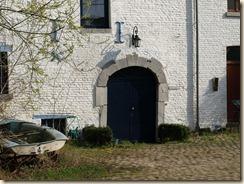 """Walsbets, Beekstraat: hier was vroeger een watermolen. Boven de deur leest men:  """"Molen van Bets"""""""