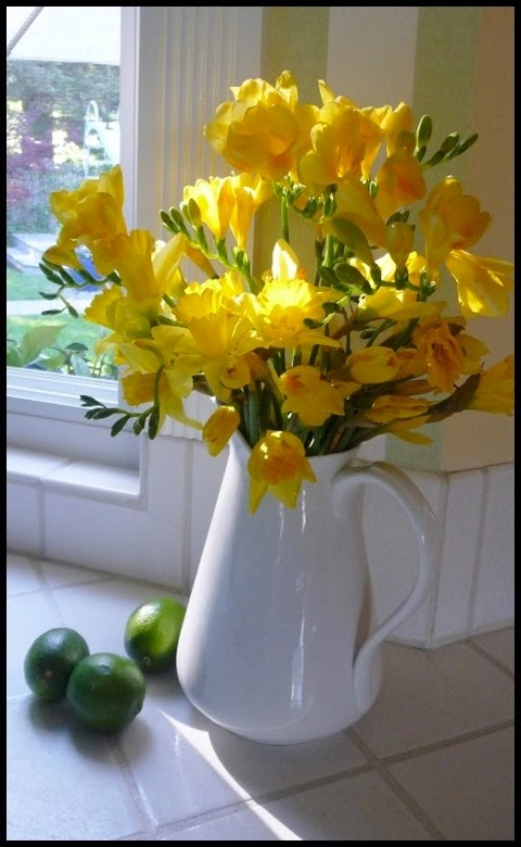 vignette yellow freesia