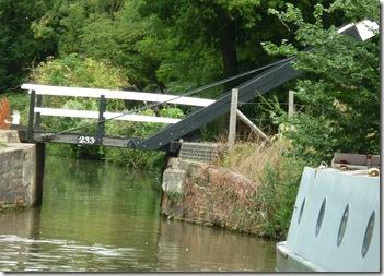 looks like a rural lift bridge