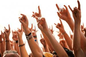 People_hands_up