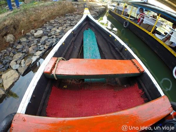 Kerala-backwaters-Kumarakom-1.jpg