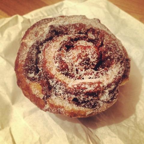 #350 - Violet cakes' cinnamon bun