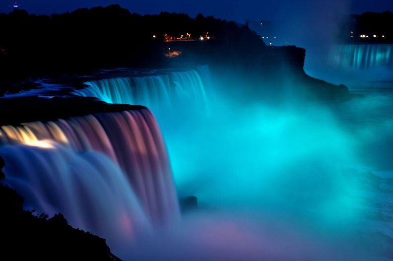 niagara-falls-lights-1