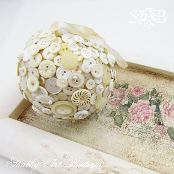 Shabby Art Boutique Button Ball