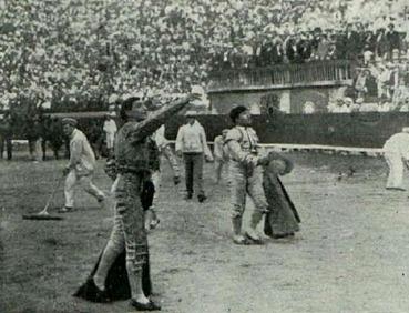 1913-07-25 Joselito ovacion Valencia (Tercer Saltillo)