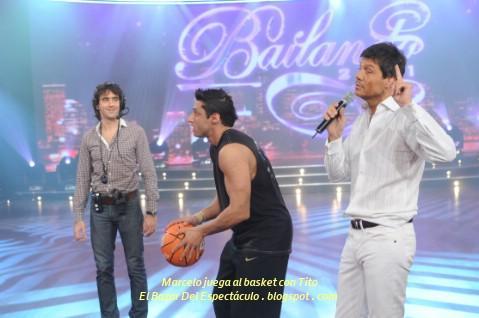 Marcelo juega al basket con Tito.JPG
