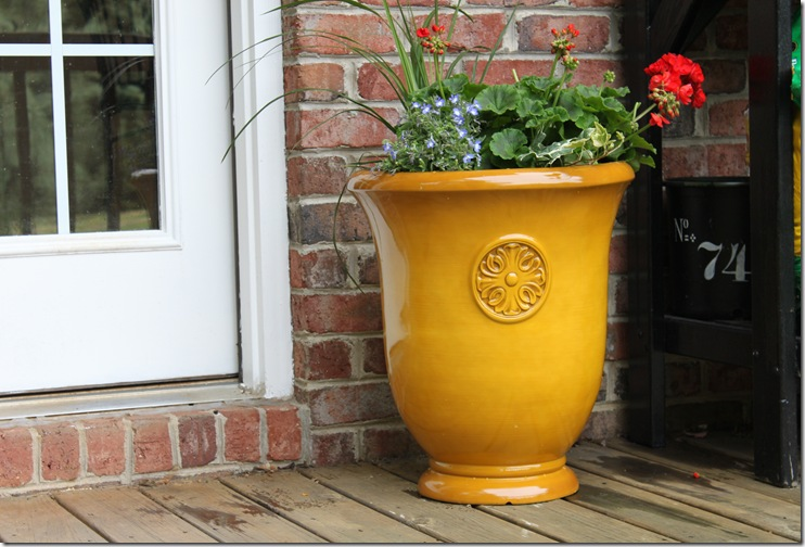 Urn with flowers 006