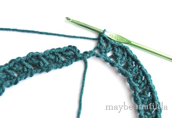 Photo Tutorial for Quick Striped V-Stitch Crochet Cowl