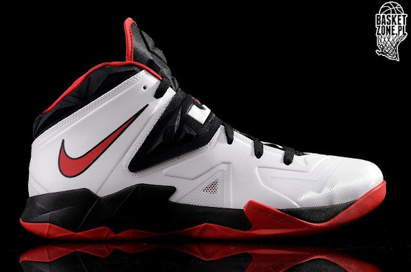 Nike Zoom Soldier VII White  Black  Red 599264100
