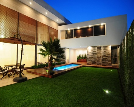 Casa contempor nea con fachada de piedra arquitexs for Casa contemporanea