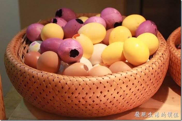 花蓮-翰品酒店。不知道這些擁有各種顏色的蛋殼是否就是我吃的荷包蛋?不過放在這裡還蠻漂亮的。