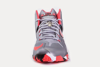 nike lebron 11 ps elite silver crimson camo 4 03 Release Reminder: Nike LeBron XI Elite Team Collection