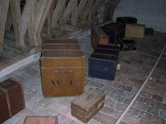 2011.10.16-052 malles dans le grenier