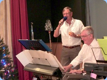 Len Hancy singing along with Gordon Sutherland. Photo courtesy of Colleen Kerr.