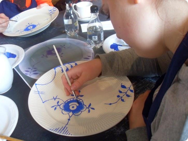 Emilie maler - langt mere sikkert denne gang