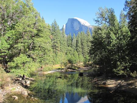 Yosemite National Park: Half Dome departe acolo