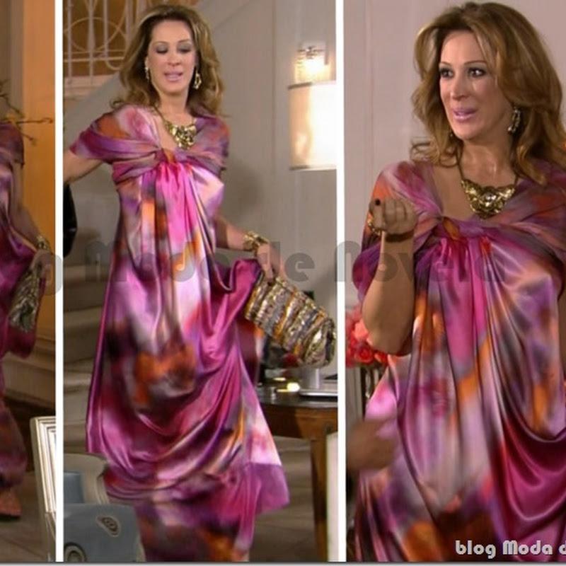 Looks inesquecível do dia 9 de março: vestido multicolorido da Jaqueline na novela TiTiTi (2011)