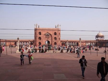 03. Curtea moscheeii din Delhi.JPG