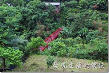 平溪線一日遊-菁桐。情人橋,過去後可以到達礦工宿舍遺址,但下雨我就沒過去了。