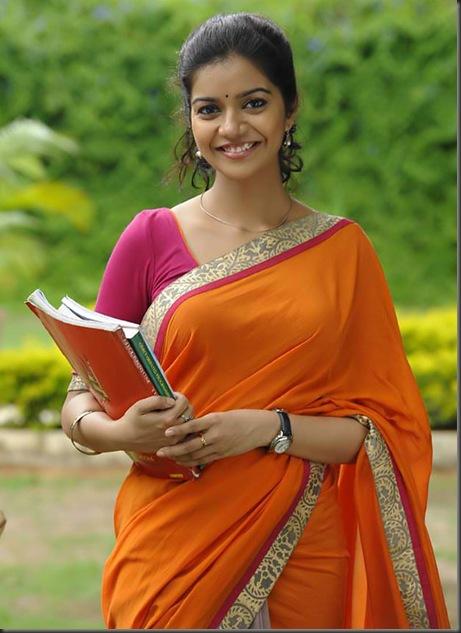 swathi cute saree stills golconda high school