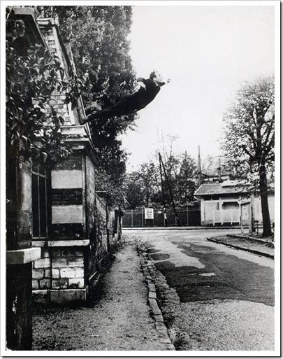 Yves_Klein_Le_Saut_dans_le_vide_1960