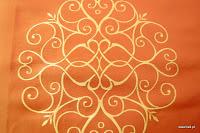 """Luksusowa trudnopalna tkanina z haftem. """"Tafta"""" butikowa. Na zasłony, poduszki, narzuty, dekoracje. Brzoskwiniowa, złota."""