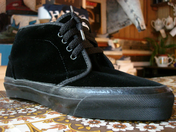 vintage_vans_style__49_chukka_boot_black_velvet_black_sole_made_in_usa_1990_s_ni90b_w8.5__8_.JPG