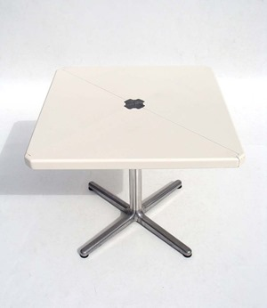 square top Plano table by Giancarlo Piretti for Anonima Castelli, white
