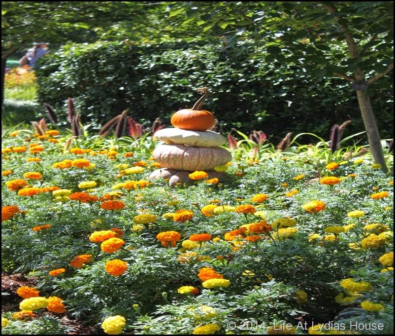 Dallas Arboretum - pumpkin festival-pumpkin totem 2