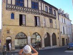 2009.08.31-006 maison à portes ogivales