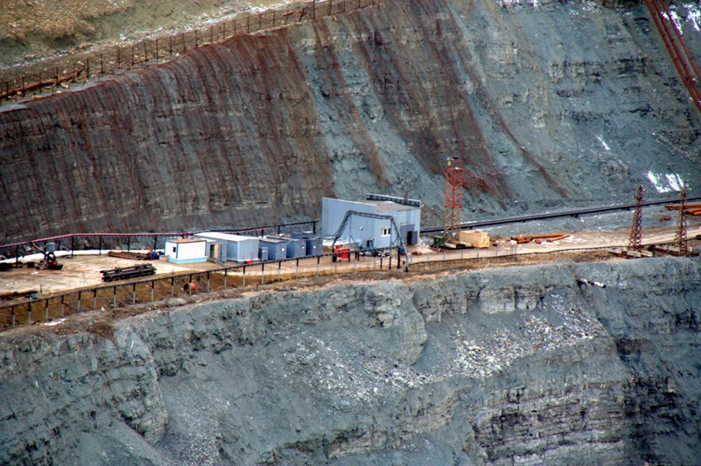 mir-diamond-mine-10