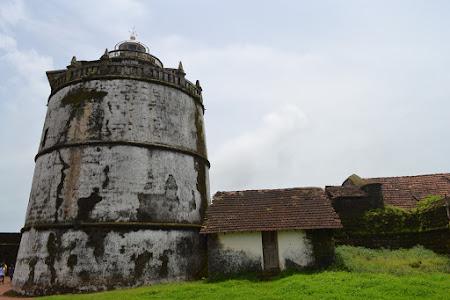 Obiective turistice Goa: farul de la Fort Aguada
