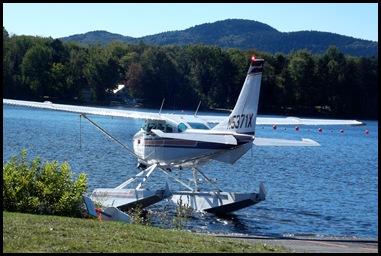 Seaplane fly in 045