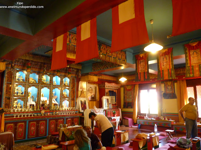interior-templo-budista-panillo.JPG