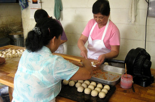 Making Manapua at Char Hung Sut in Honolulu