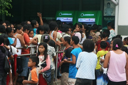 17ILIGAN_B1<br />Residents affected by Typhoon Sendong line up to withdraw at an automated teller machine in Palao, Iligan City, afternoon of December 17, 2011. Hundreds of residents were affected by the flashflood that killed at least 50 people. MindaNews photo by Toto Lozano<br />