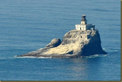 tillamook-rock-lighthouse