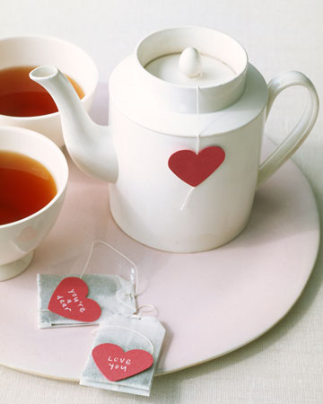 Warm someone up by adding a handwritten note to a tea bag. (marthastewart.com)
