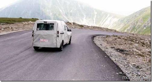 Dacia MPV spyshot 02