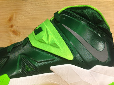 nike zoom soldier 7 tb gorge green 2 03 Closer Look at Nike Zoom Soldier VII Team Bank Styles