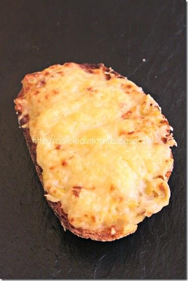 Toast di porri e formaggio