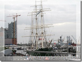 Schiff im Hamburger Hafen